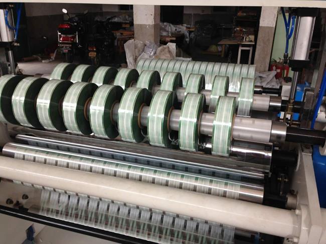 Бобинорезательная машина горизонтального контактного типа для нарезки узких роликов шириной от 5-10 мм серий BFQ и BFQ-speed. Фото 18.