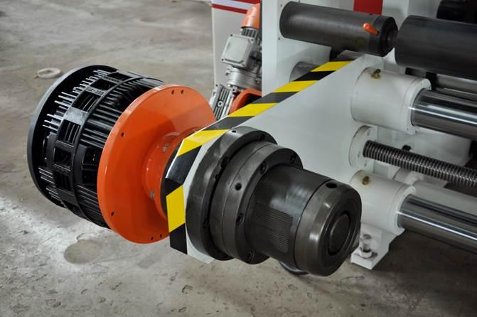 DFJ-1300 - скоростная бобинорезальная машина (до 400 метров в минуту) - фотография 3.