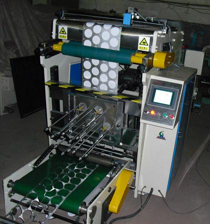 PLT-500 Машина для сквозной высечки – вырубки платинок - крышек из фольги для йогуртов, сметаны и других молочных продуктов в пластиковой таре. Фотография 1