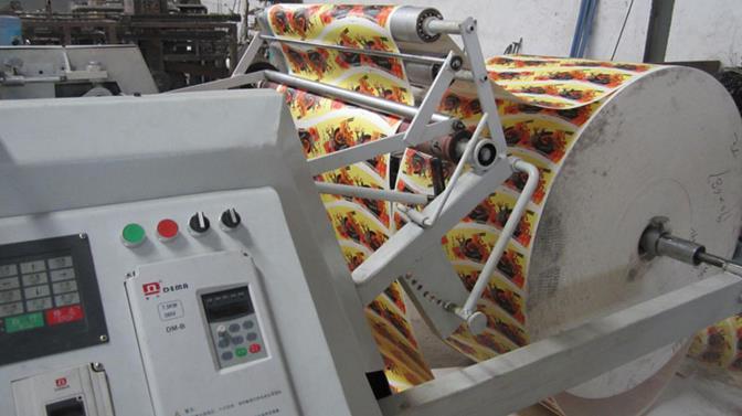 Рулонная машина плоской высечки и биговки FlatCut-900 для вырубки и высечки картонных заготовок для стаканчиков, коробок и другой упаковки. Фотография 6